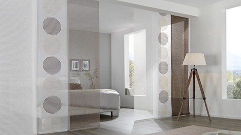 panelov z v sy posuvn z clony hotov na b n. Black Bedroom Furniture Sets. Home Design Ideas